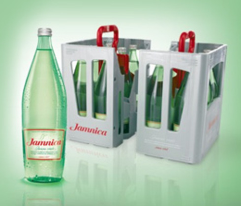 Jamnica presented its new 1L returnable glass bottle along with new split box