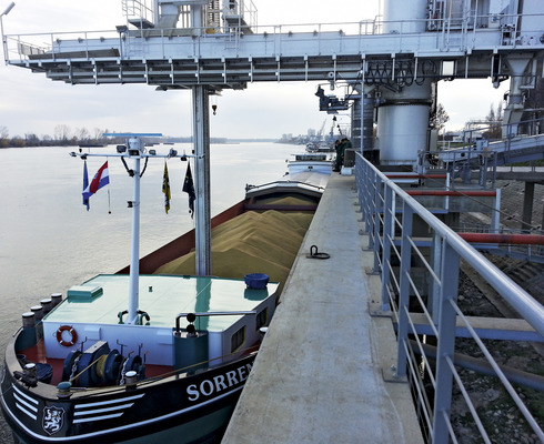 Vupik's new port facility for loading and unloading grains and oil crops at the Danube in Vukovar started its operations.